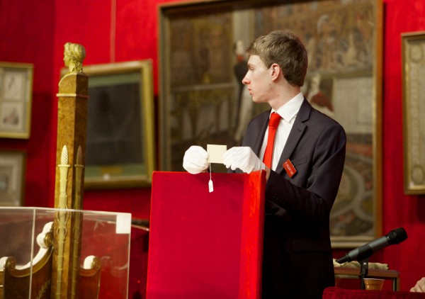 The auction in Fontainebleau - Napoleon's hair