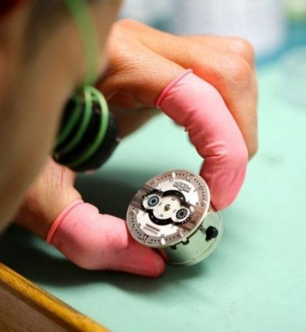 Dewitt Manufacture, craftsman at work